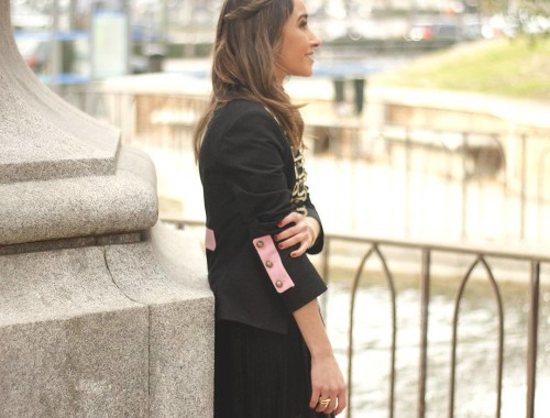 No te pierdas el último post del blog/Don't miss the last post con the blog! #ootd #outfit #outfitoftheday #jacket #extremecollection #laceskirt #accessories #girl #girly #style #stylish #lifestyle #streetstyle #fashionblogger #fashion #streetstyle #instastyle #picoftheday #instapic #instafashion #igers #instagramers