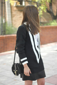 Black Sweater _ Besugarandspice14