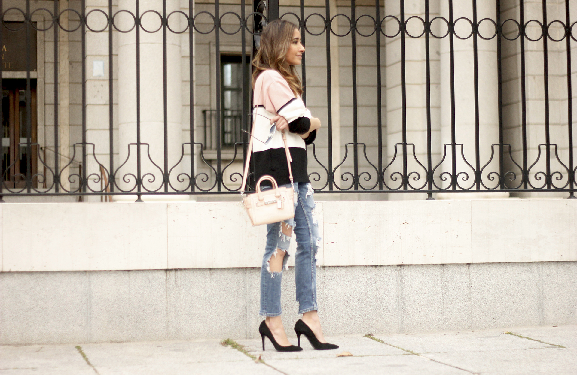 Sweater With Ripped Jeans And Heels07