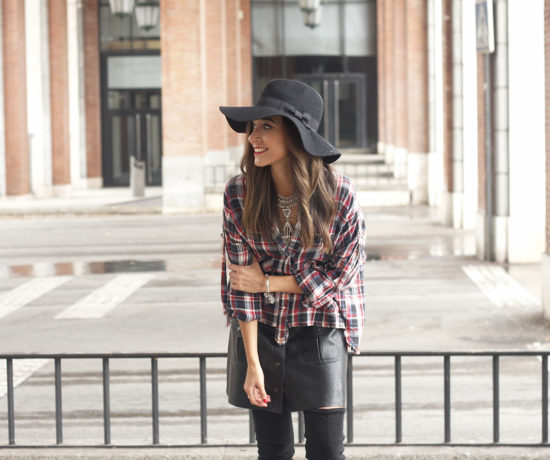 tartan-shirt-leather-skirt-over-the-knee-boots-accessories-hat-fashion-outfit-rainny-day24
